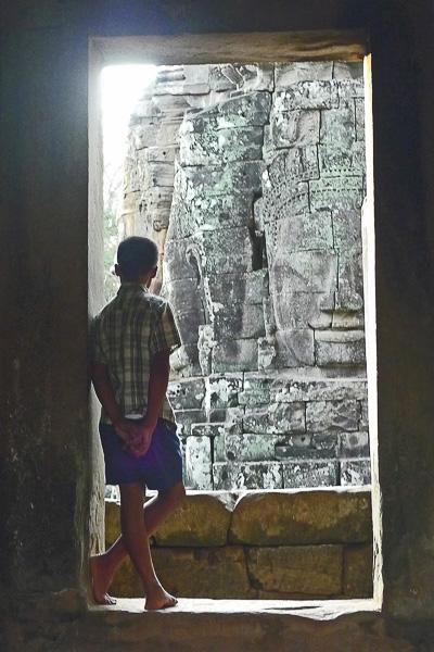 ENFANCES DU MONDE Olivier Tardiveau Photographe Nantes étonnante Angkor Cambodge b4-2