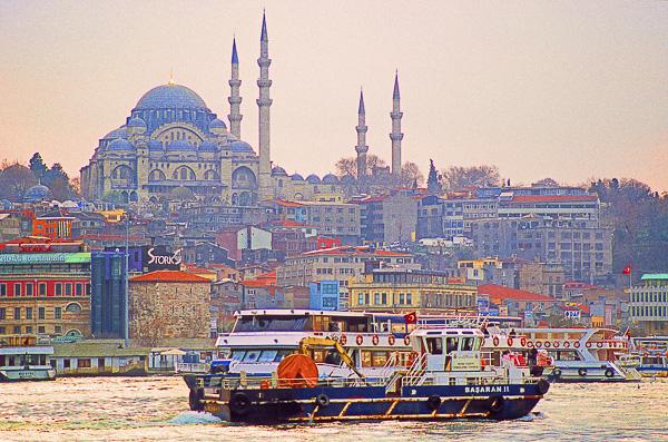 ORIENTALITÉS Olivier Tardiveau Photographe Nantes étonnante navigation traversée du Bosphore Istanbul Turquie a3-4